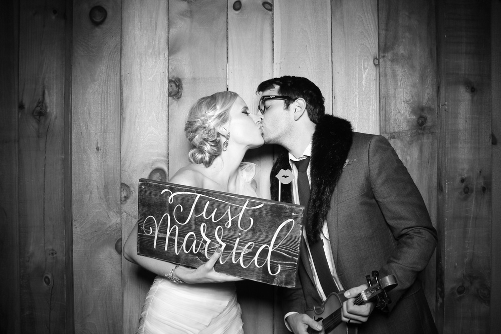 Count Line Orchard barn wedding photo booth!