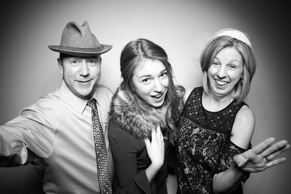 Bridgeport_Art_Center_Vintage_Wedding_Photo_Booth_04.jpg