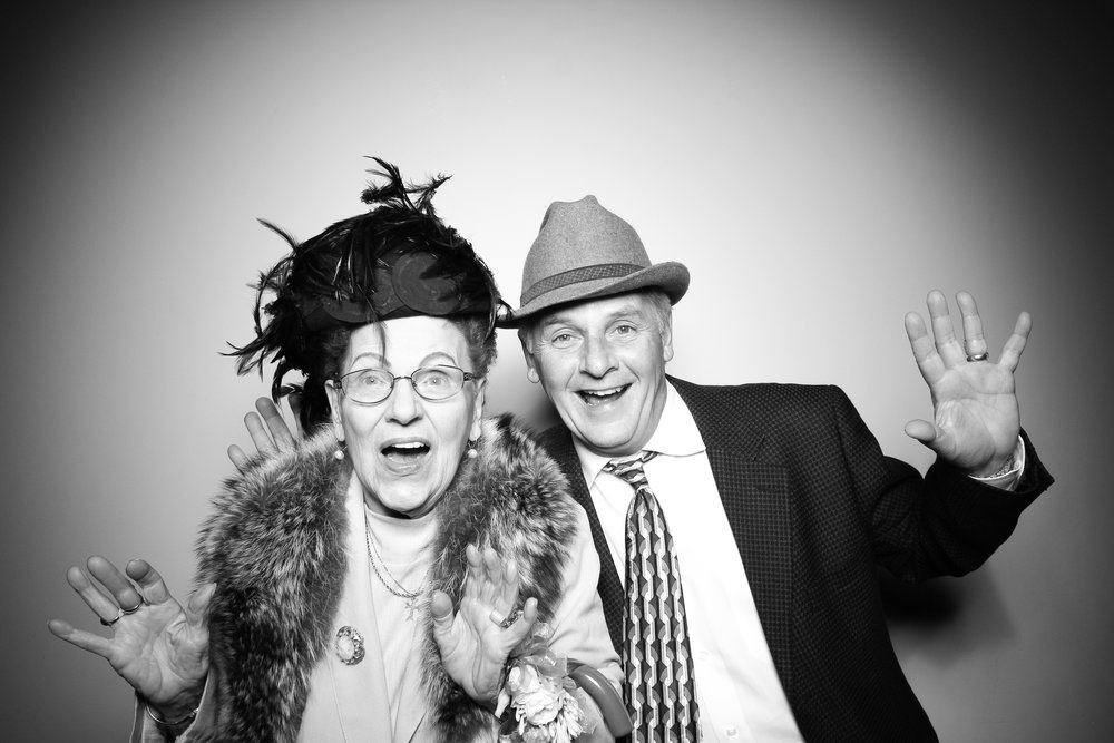 Bridgeport_Art_Center_Vintage_Wedding_Photo_Booth_12.jpg