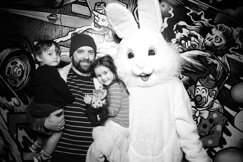 Easter_Bunny_Photo_Booth_Chicago_Logan_Square_Farmers_Market_04.jpg