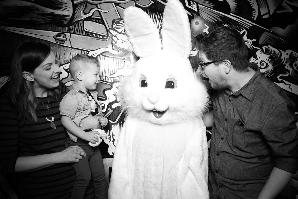 Easter_Bunny_Photo_Booth_Chicago_Logan_Square_Farmers_Market_07.jpg