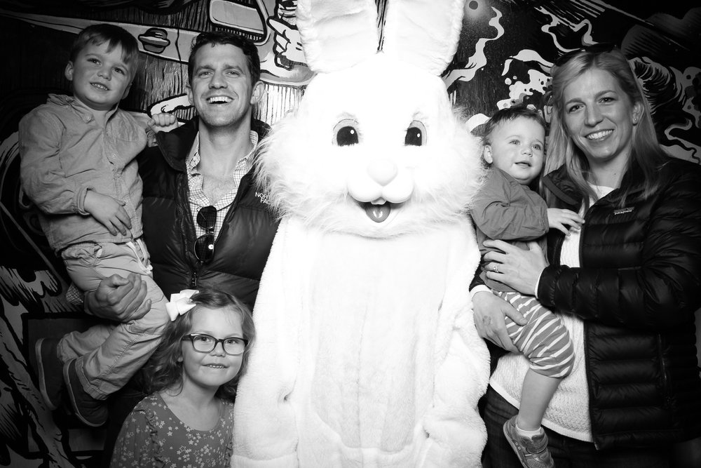 Easter_Bunny_Photo_Booth_Chicago_Logan_Square_Farmers_Market_09.jpg