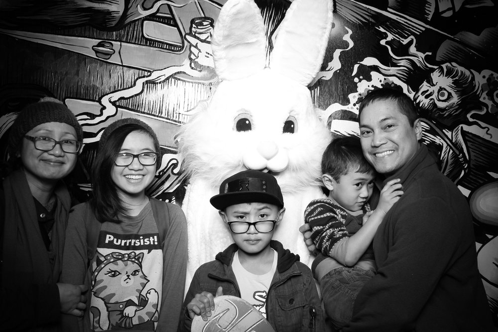 Easter_Bunny_Photo_Booth_Chicago_Logan_Square_Farmers_Market_13.jpg