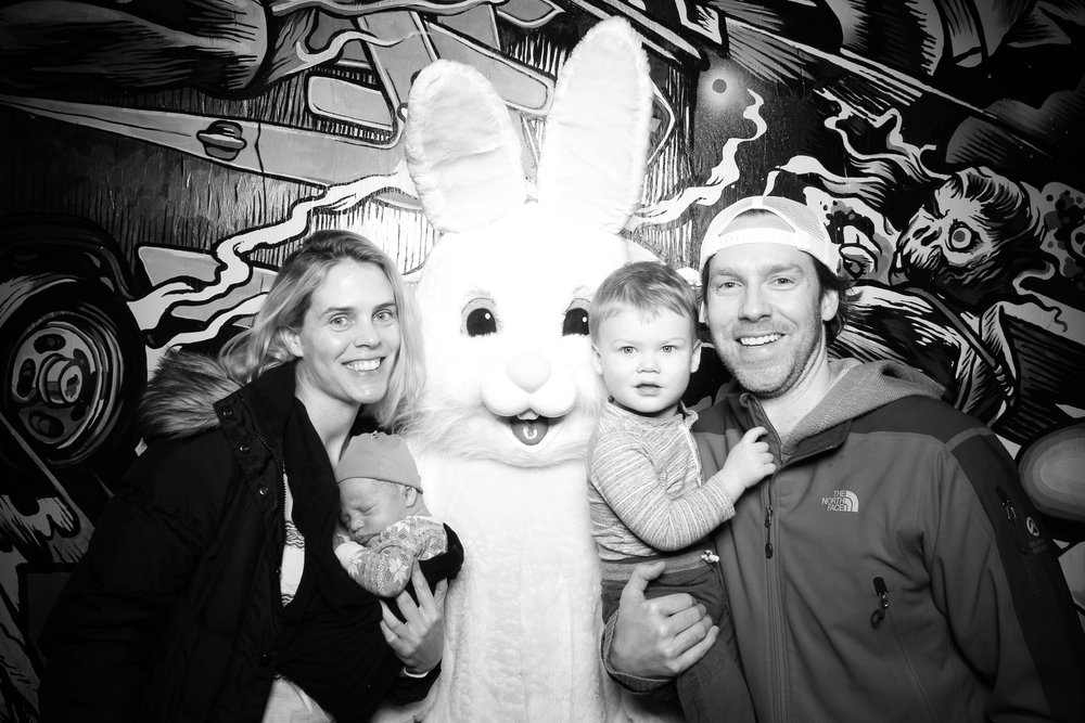 Easter_Bunny_Photo_Booth_Chicago_Logan_Square_Farmers_Market_16.jpg