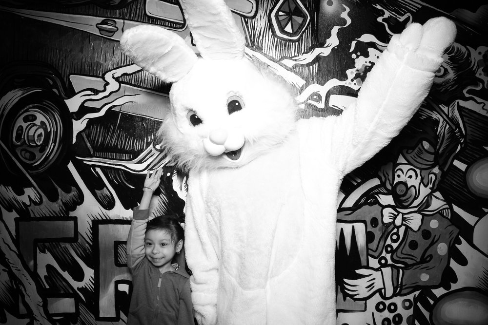 Easter_Bunny_Photo_Booth_Chicago_Logan_Square_Farmers_Market_17.jpg