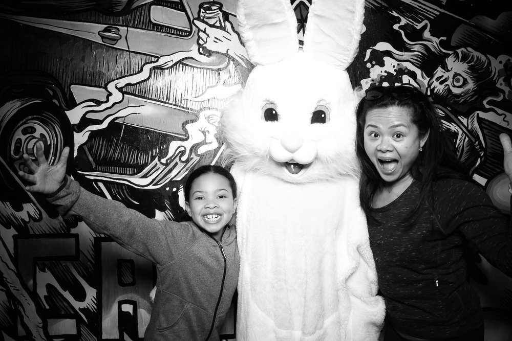 Easter_Bunny_Photo_Booth_Chicago_Logan_Square_Farmers_Market_22.jpg