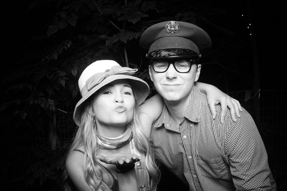 Chicago_Backyard_Wedding_Photo_Booth_05.jpg
