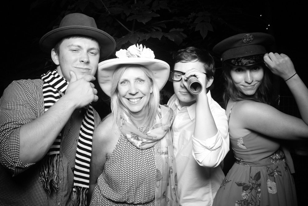Chicago_Backyard_Wedding_Photo_Booth_04.jpg