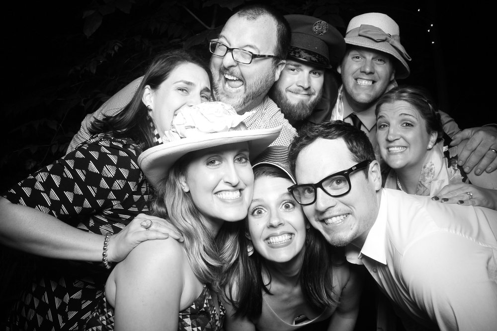 Chicago_Backyard_Wedding_Photo_Booth_08.jpg