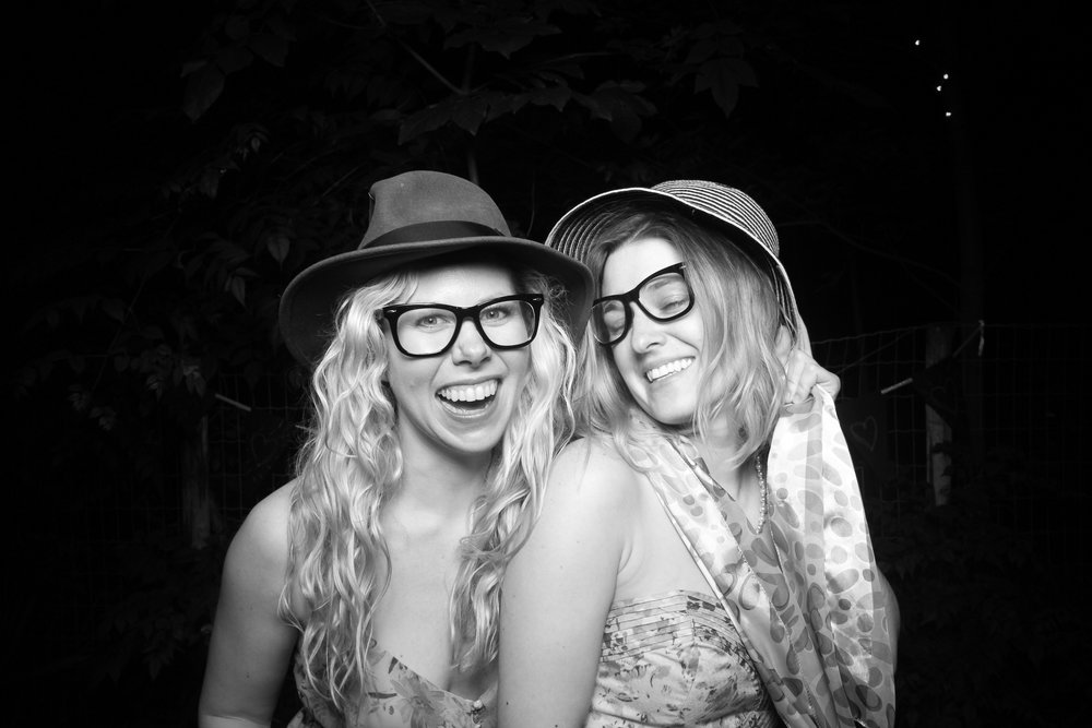 Chicago_Backyard_Wedding_Photo_Booth_15.jpg
