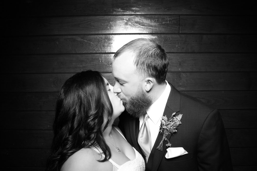 Starved_Rock_Lodge_Wedding_Reception_Photo_Booth_04.jpg
