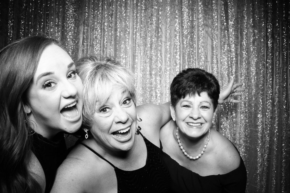 Chicago_Vintage_Wedding_Photobooth_Cog_Hill_Country_Club_Lemont_08.jpg