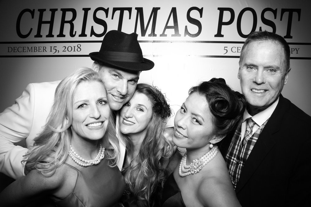 Chicago_Vintage_Photobooth_Rockwell_Holiday_Party_25.jpg