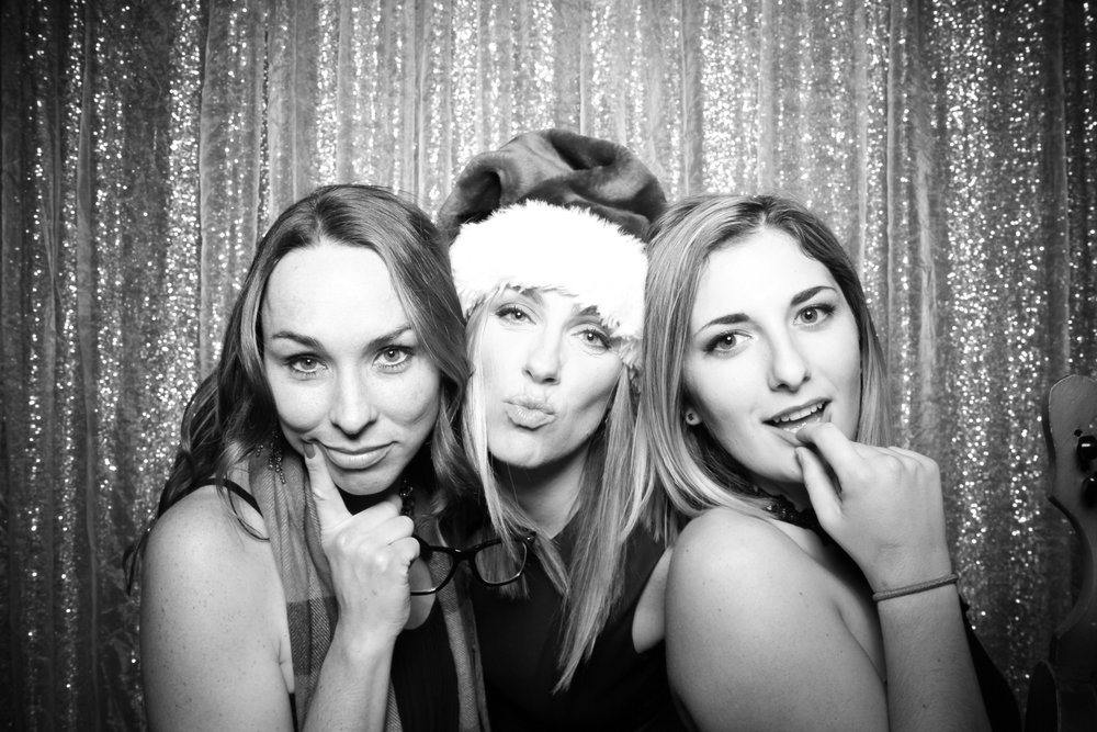 Chicago_Vintage_Photobooth_Montgomery_Club_Holiday_Party_06.jpg