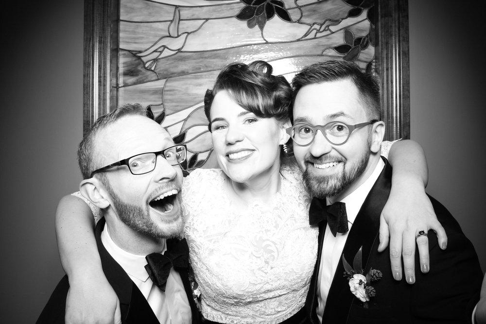 Mrs_Murphys_Wedding_Irish_Bistro_Chicago_Reception_Photo_Booth__02.jpg