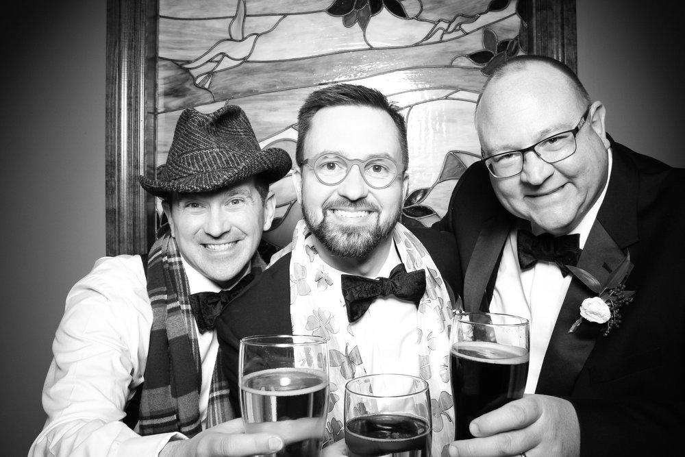Mrs_Murphys_Wedding_Irish_Bistro_Chicago_Reception_Photo_Booth__20.jpg