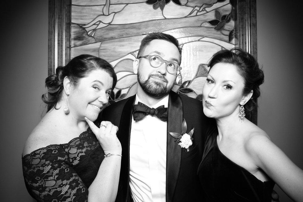 Mrs_Murphys_Wedding_Irish_Bistro_Chicago_Reception_Photo_Booth__21.jpg
