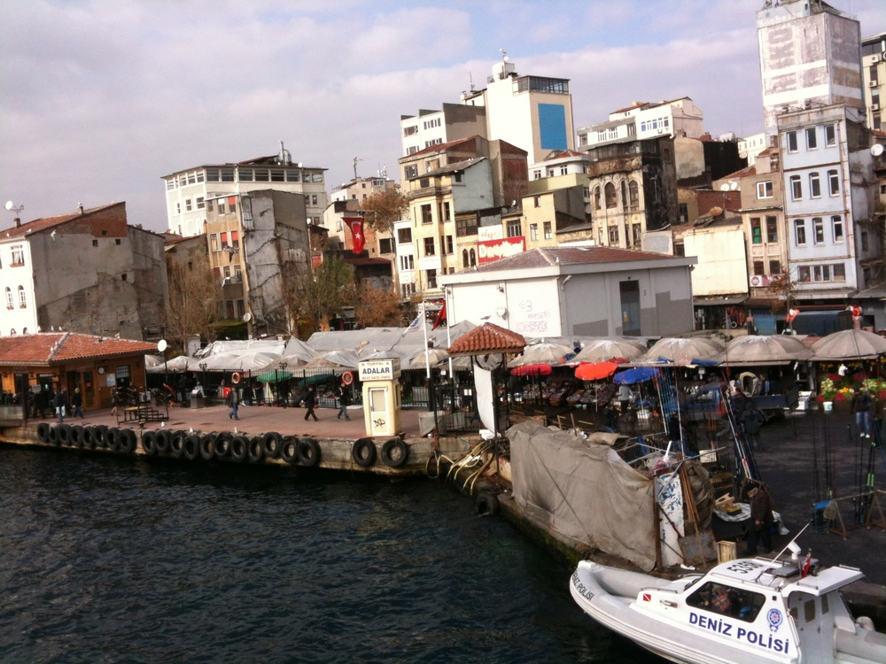 Regarder Karaköy du haut du pont de Galata. Aimer sa ville natale.