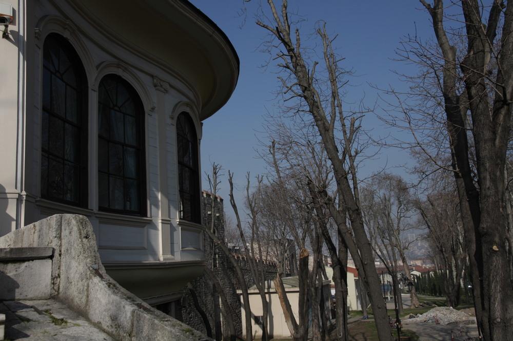 L'entrée, vue sur le parc Gülhane (c) Erinç Salor