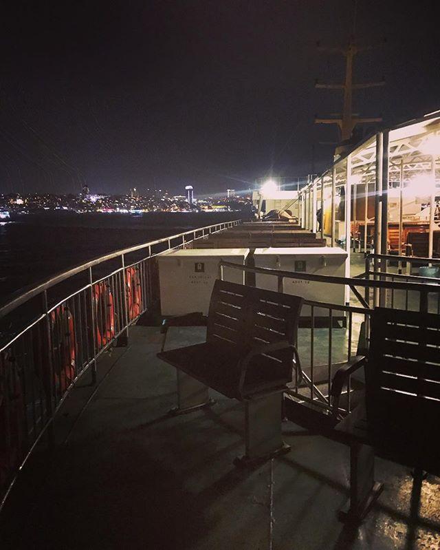 seule sur le pont