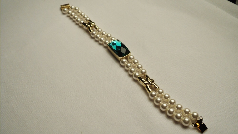 6mm Cream Swarovski Glass Pearl Bracelet with Faceted Emerald Glass3.jpg