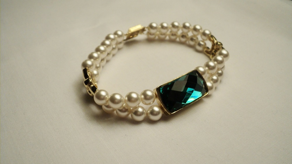 6mm Cream Swarovski Glass Pearl Bracelet with Faceted Emerald Glass4.jpg