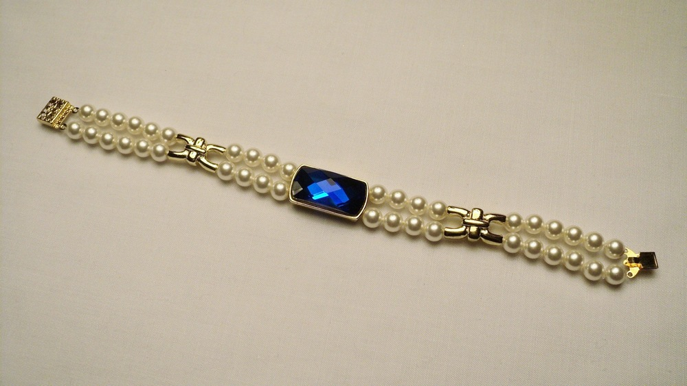 6mm Cream Swarovski Glass Pearl Bracelet with Faceted Sapphire Glass3.jpg