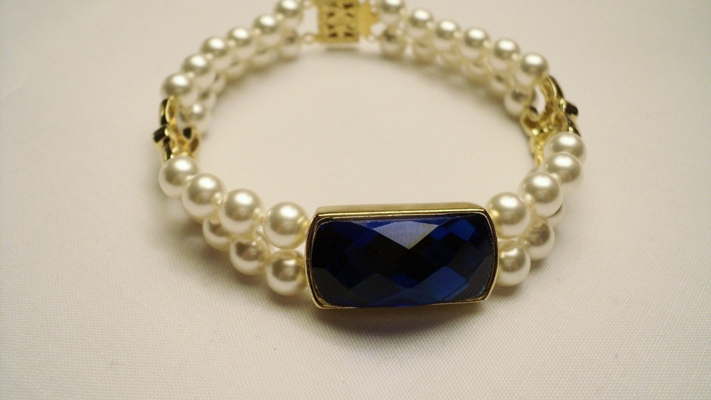 6mm Cream Swarovski Glass Pearl Bracelet with Faceted Sapphire Glass4.jpg