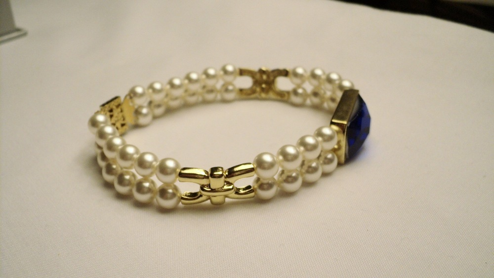 6mm Cream Swarovski Glass Pearl Bracelet with Faceted Sapphire Glass5.jpg