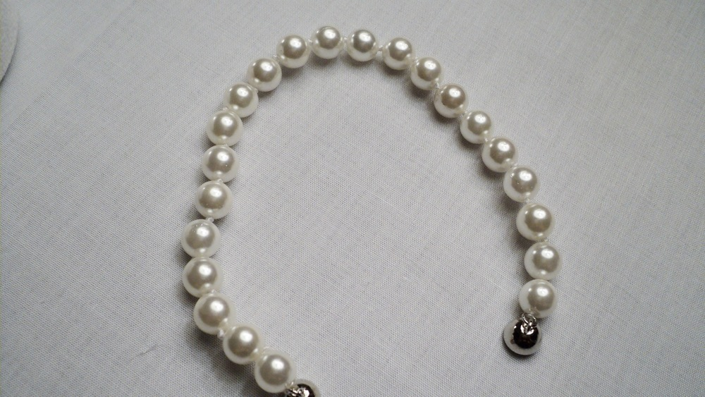 8mm White Sea Shell Pearl Bracelet With Silver Plated Round Magnetic Clasp _Unclasped1.JPG