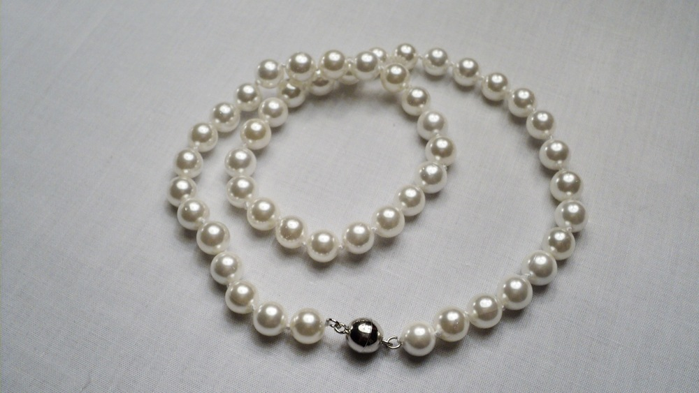 8mm White Sea Shell Pearl Bracelet With Silver Plated Round Magnetic Clasp 2.JPG