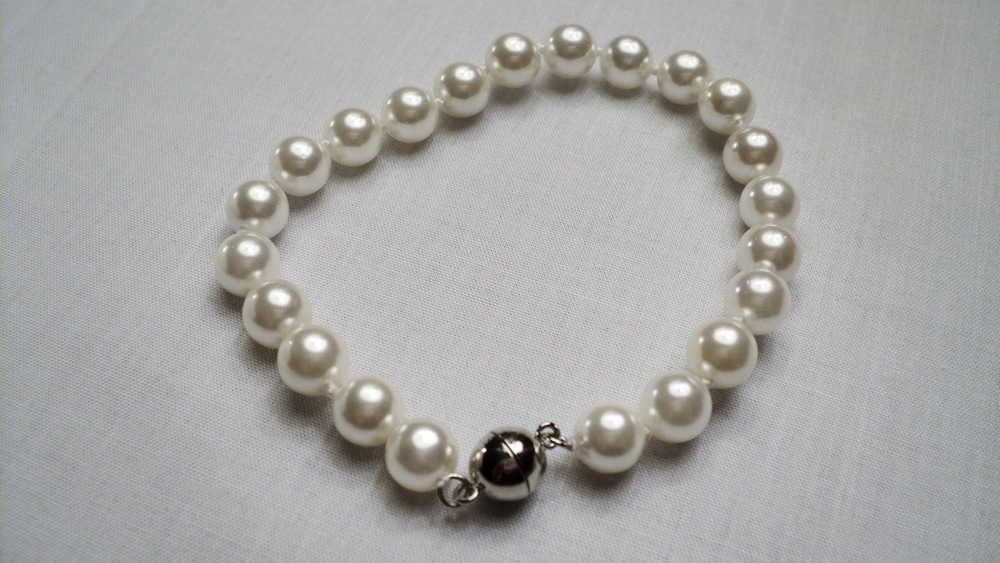 8mm White Sea Shell Pearl Bracelet With Silver Plated Round Magnetic Clasp.JPG