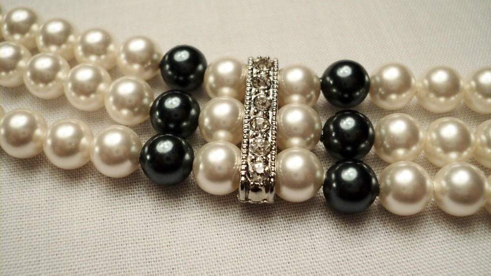 13 12 inches  three strand of 6mm Glass Pearl Adjustable Chocker Necklace_Close Up.JPG