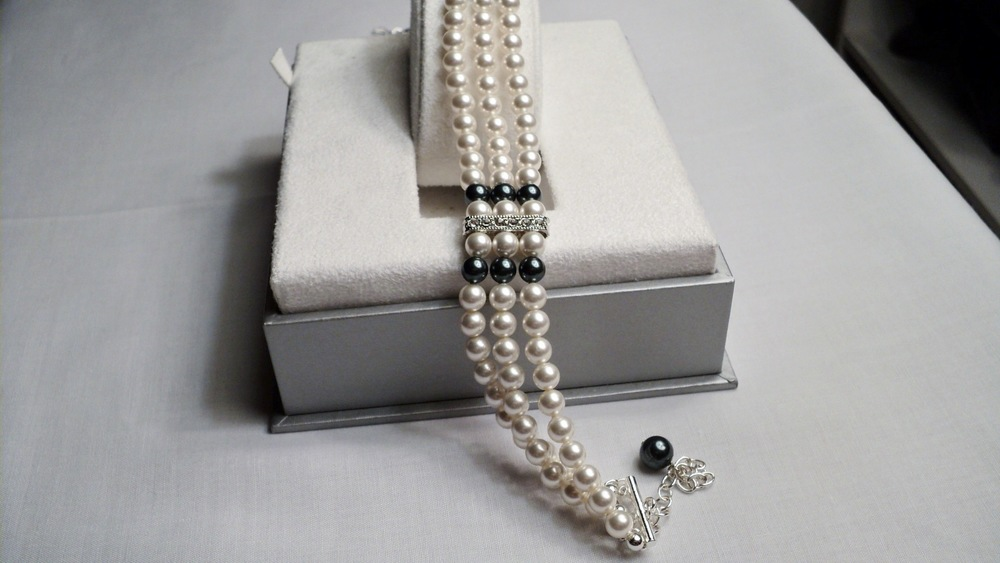 13 12 inches  three strands of 6mm Glass Pearl Adjustable Chocker Necklace_Front1.JPG