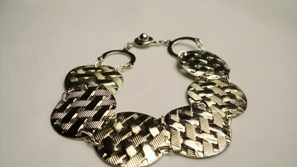 Silver Tone Waffle Disc and Chain Link Bracelet with an Easy Snap Clasp4.jpg