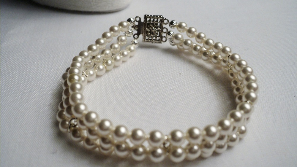Swarovski Glass Pearl Bracelet with  a Gun Metal Decorative Box Clasp3.jpg