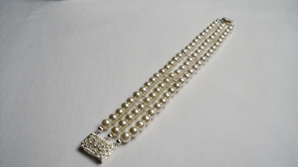 Swarovski Glass Pearl Bracelet with Clear Crystal adorned Silver Plated Filigree Box Clasp2.jpg
