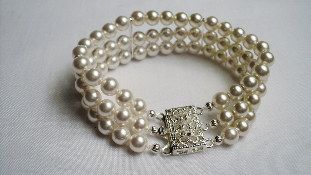 Swarovski Glass Pearl Bracelet with Clear Crystal adorned Silver Plated Filigree Box Clasp3.jpg