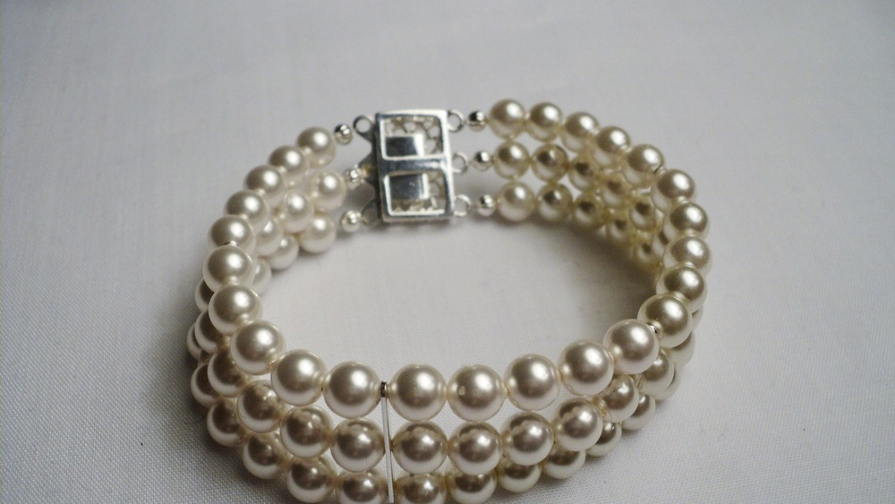 Swarovski Glass Pearl Bracelet with Clear Crystal adorned Silver Plated Filigree Box Clasp4.jpg