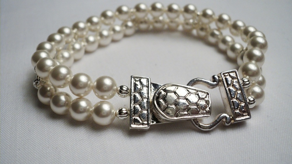 Swarovski Glass Pearl Bracelet with Silver Plated Buckle Magnetic Clasp.jpg