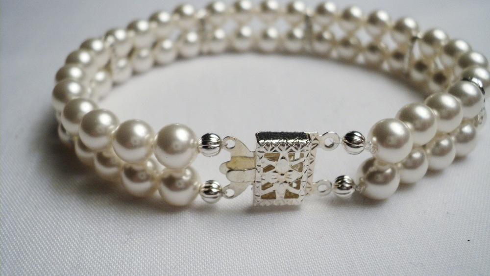 Swarovski Glass Pearl Bracelet with Silver Plated Chain Link Spacers and a Decorative Box Clasp.jpg