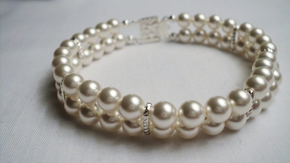 Swarovski Glass Pearl Bracelet with Silver Plated Chain Link Spacers and a Decorative Box Clasp2.jpg