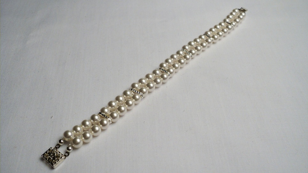 Swarovski Glass Pearl Bracelet with Silver Plated Chain Link Spacers and a Decorative Box Clasp4.jpg