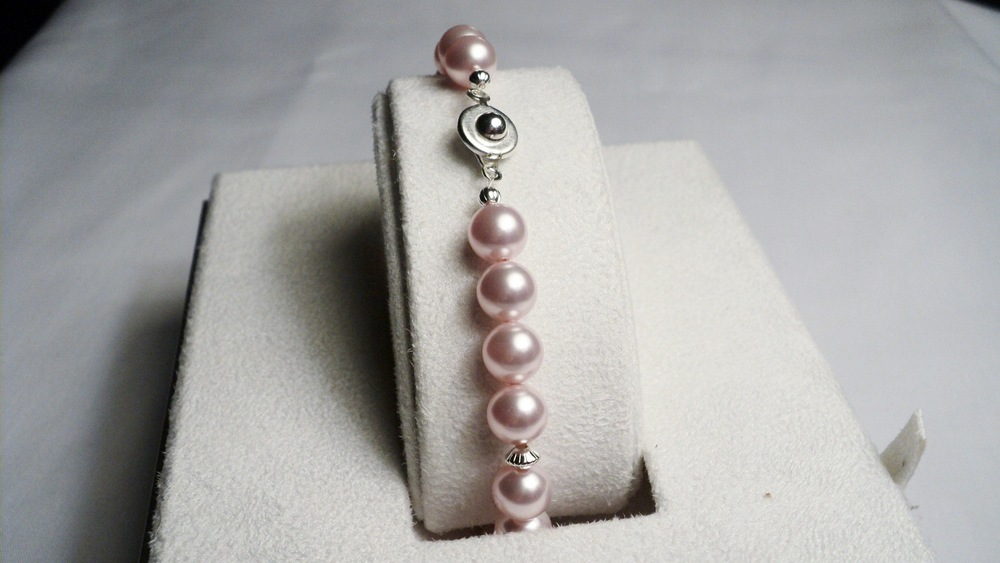 Swarovski Glass Pearl Bracelet with Silver Plated Disc Accent and an Easy Snap Clasp_pink2.jpg