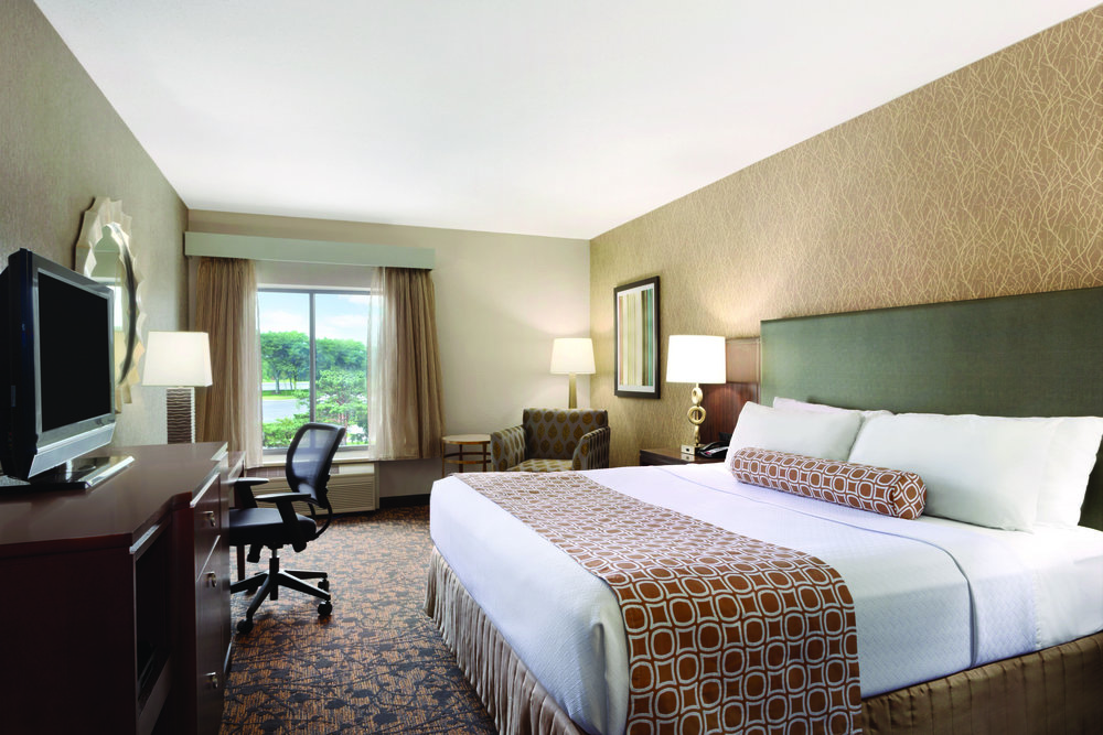 Crowne Plaza Columbus - Dublin Ohio - 1 King Bed Guestroom - 956361.jpg