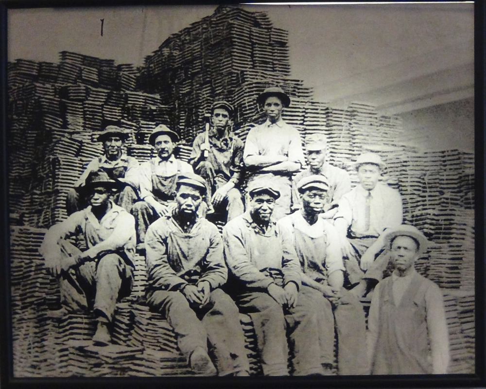 Pittsburgh Railway Workers, the sons of southern slaves, came to the city to work.
