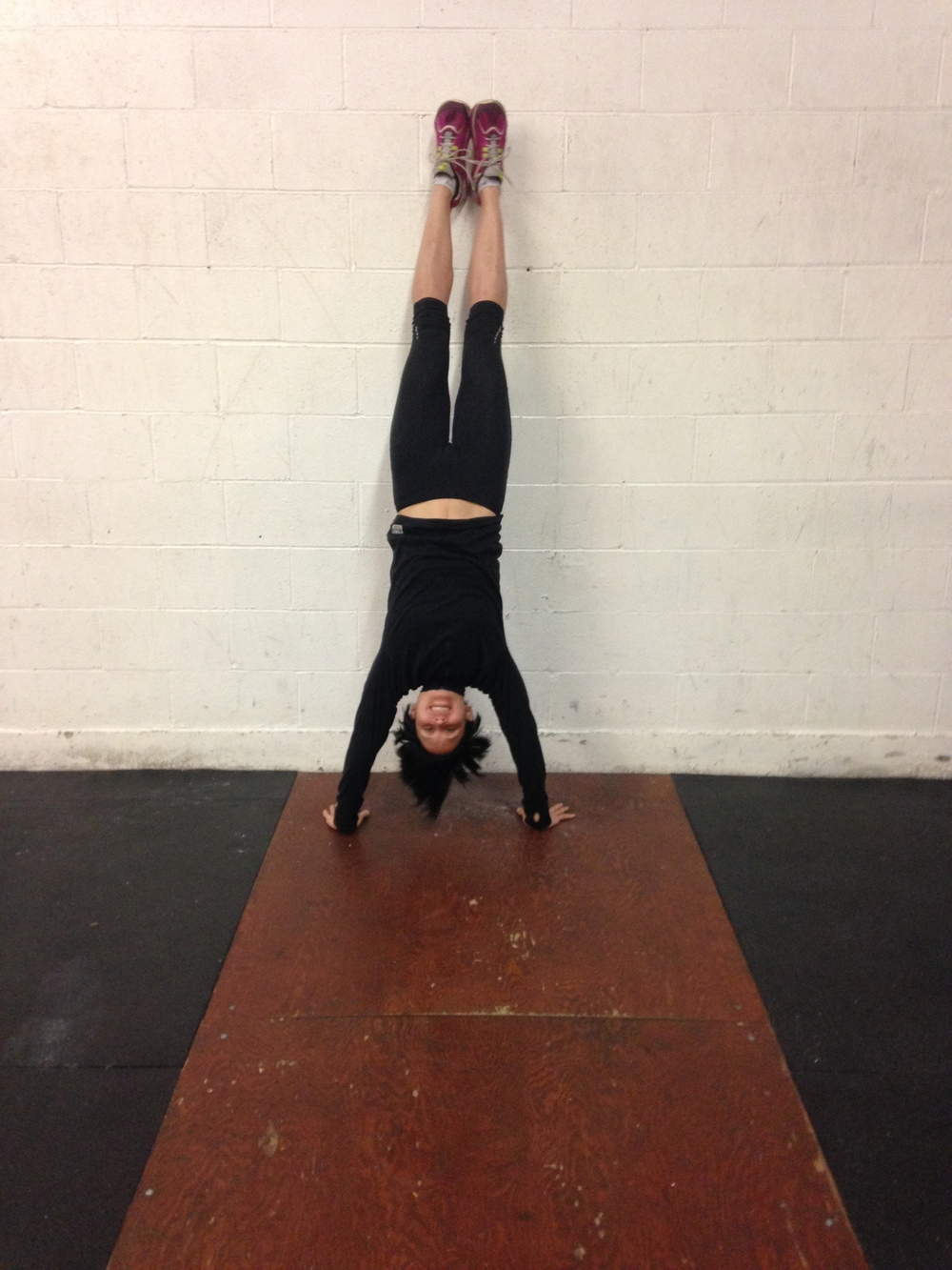 Robin showing an outstanding handstand