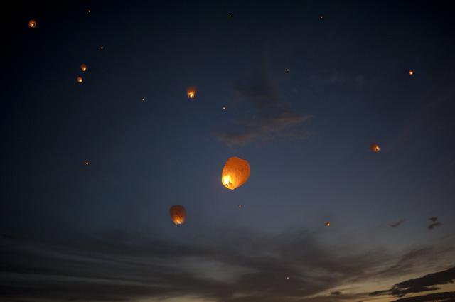 costa-rica-sky-lanterns-2.jpg