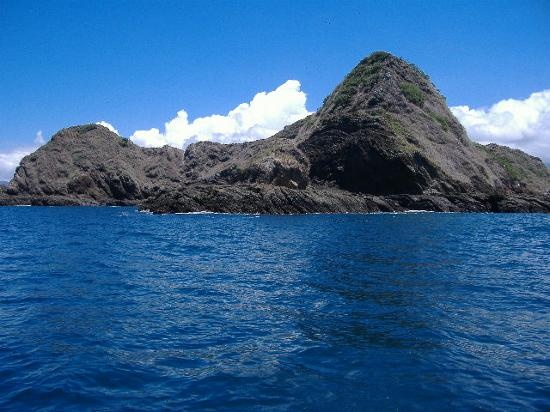 This is a great beach for swimmers and has plenty of crevasses for snorkelers to explore.