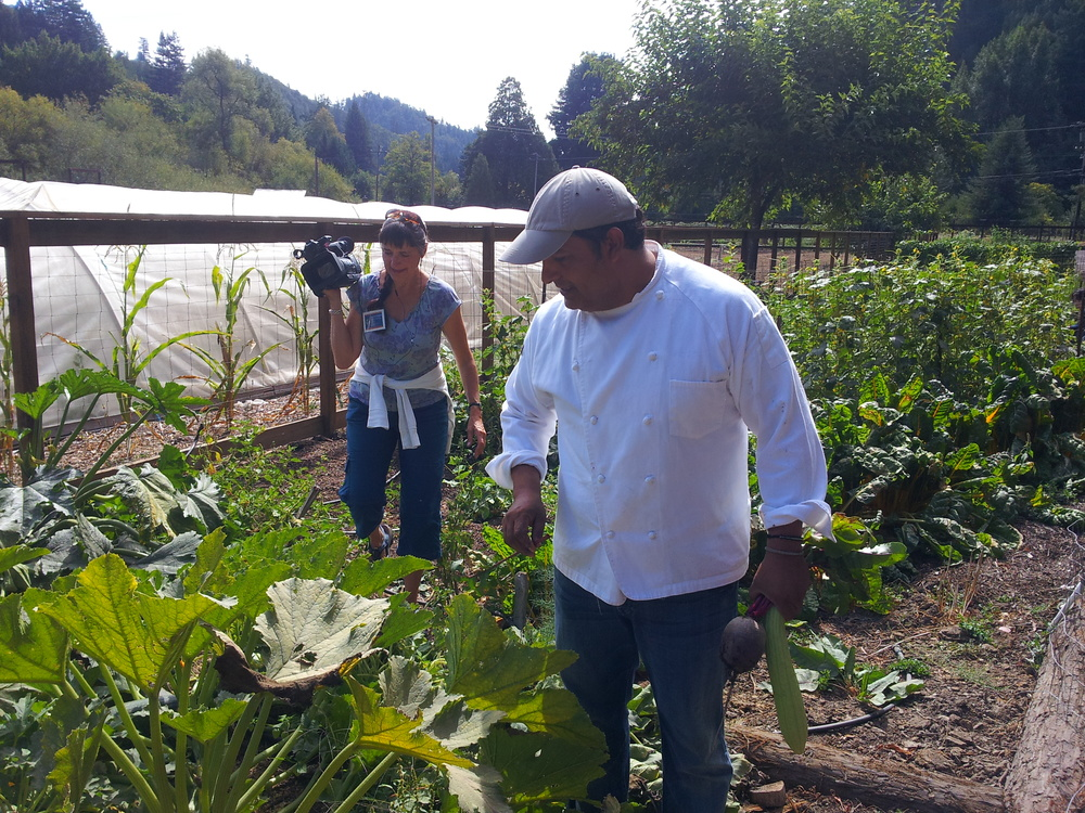 Jorge of Sabor Mexicano hosts a private farm fresh PopUp where guests got to harvest the food they made more lunch. Jorge grows all his produce for his businesses Cancun (Berkeley), Tlaloc (SF) and a brand of salsas.